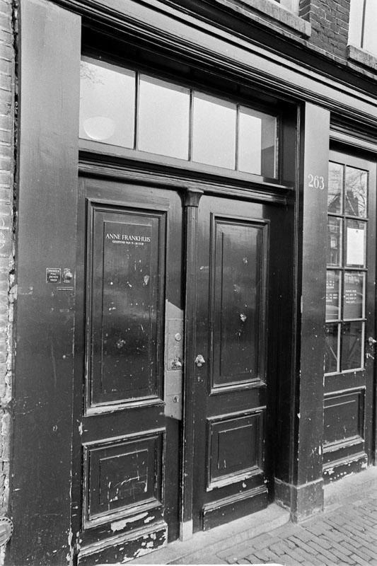 The entrance of the Anne Frank house. & 272 best Anne Frank images on Pinterest | Anne frank Margot frank ... pezcame.com