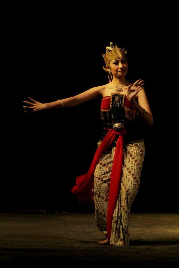Beautiful Javanese Srikandi Costume, Indonesia.