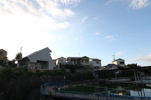 Vivienda pasiva con reloj solar,Cortesía de Kikuma Watanabe