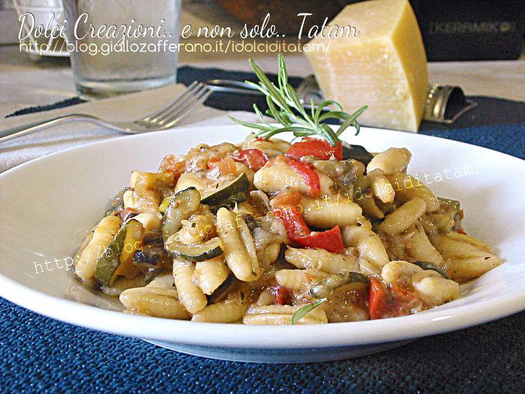 Pasta risottata alle verdure: la pasta secca che viene cotta come un risotto, quindi direttamente dentro la casseruola e senza essere scolata, aggiungendo..