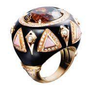 Кольцо от Grimoldi, дизайнер Андреа Пиунти, желтое золото, драгоценные камни.