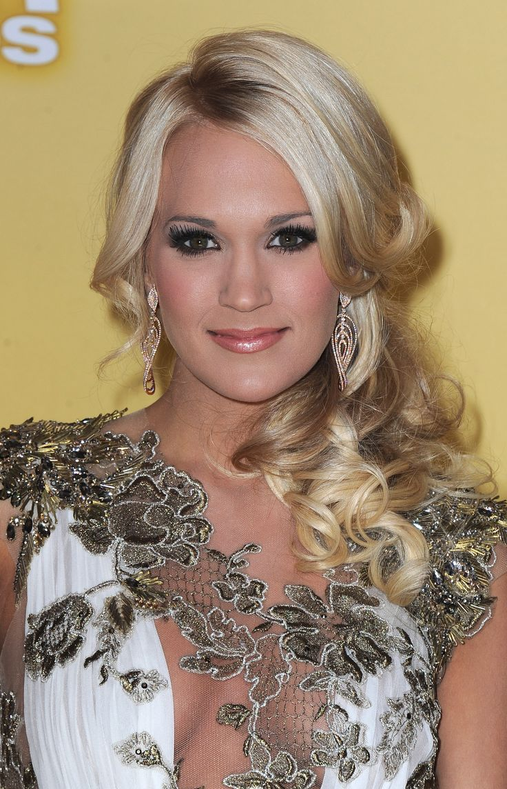 Porm celebrity hairstyles - Carrie Underwood Hairstyle Formal Half Up Long Curly Hairstyle