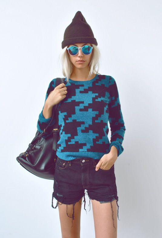 """Amanda of """"One of Each"""" sporting UO's black denim cut offs and blue mirrored sunnies #urbanoutfitters #levis @Amanda Shoemaker: Urbanoutfitters, Urban Outfitters, Jewelry Design, Blue, Fashion Blog, Over Houndstooth, Personalized Style, Denim Shorts, Black"""