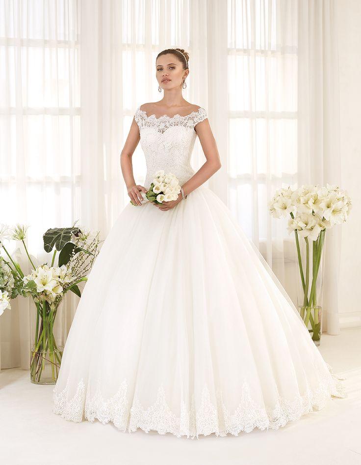 Abito da sposa Delsa, linea Maria Cristina 2016 F2221 Tulle e pizzo ricamato Colore: Bianco Seta   #delsa #delsa2016 #mariacristina #tulle #pizzoricamato #biancoseta #weddingdresses #bridaldresses