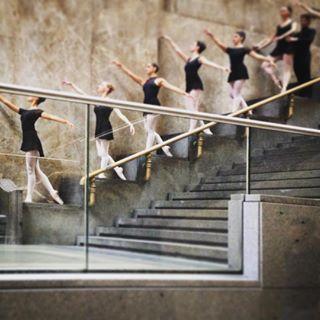dentrodaniele Può capitare anche questo a Milano #dance #classic #stazionecentrale #inaspettato #milano