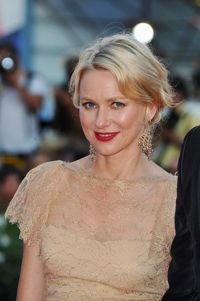 Naomi Watts French Twist - Naomi pulled her soft waves back into this lovely 'do for the Venice Film Festival.