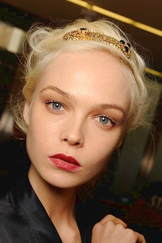 I love her makeup! I try to pull this look off everyday! : Gabbana Spring Summer, Dolce Gabbana, Makeup Trends, Spring Summer 2010, Siri Tollerod, Red Lips, Models Backstage, Siri Tollerød, Spring 2010