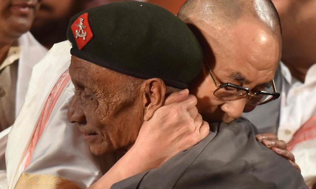 Buddhist leader meets Naren Chandra Das 58 years after he escorted him in India after his escape from Chinese authorities The Dalai Lama who has lived in exile ever since fleeing Tibet in 1959, was visibly emotional as he embraced Naren Chandra Das Photograph: Biju Boro/AFP/Getty Images The first time they met, Indian paramilitary guard … Continue reading Dalai Lama's emotional reunion with guard who aided flight from Tibet →