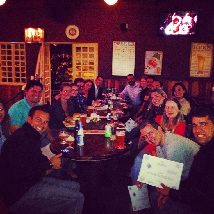 Parabéns aos formandos da 2ª turma do curso Sommelier de Cervejas da Universidade Positivo/Mestre-Cervejeiro.com - Início próxima turma 18/03/14. Infos: cursos@mestre-cervejeiro.com #mc10anos #cerveja #beer