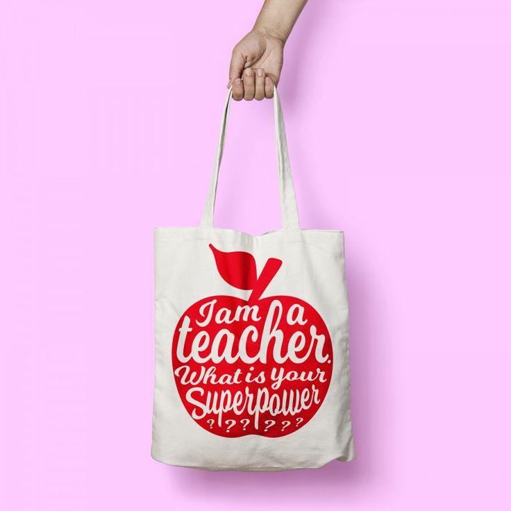PRE-ORDER I am a teacher rood FUCK PERFECT tas is een geweldige leuke katoenen tas in het o zo trendy oud roze. De katoenen tas is tegenwoordig niet meer weg te denken uit ons straatbeeld. Vroeger waren de tassen nog lelijk bevonden en als bij-tas of alleen als boodschappen tas gebruikt. Tegenwoordig is de katoenen tas een heus fashion item geworden. Ook verkrijgbaar in het zwart!