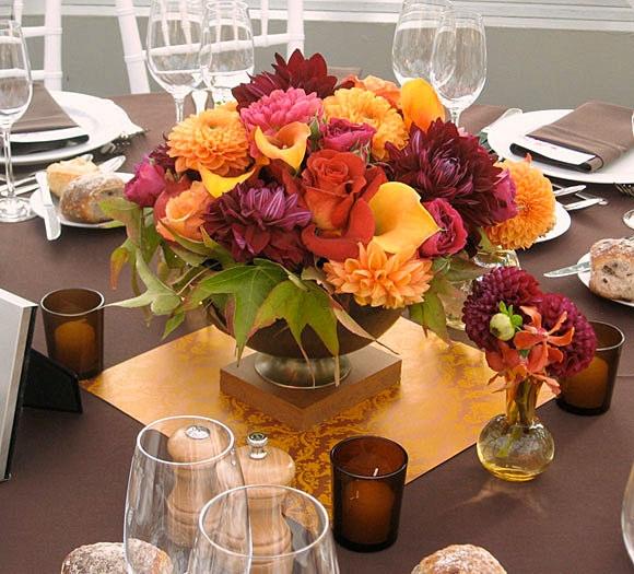 Este centro de mesa, nadie lo tirará pues el tazón todos lo ocuparán para sus ensaladas, un Centro de mesa muy útil