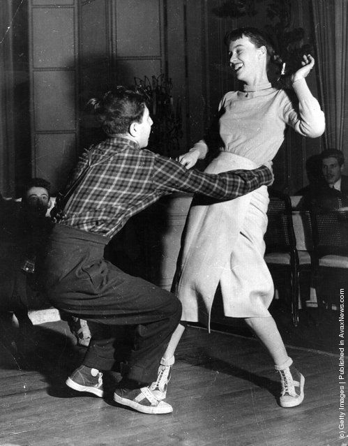 French university students dance the jitterbug in Paris, 1949. Photo by Keystone Features/Getty Images. so adorable :)