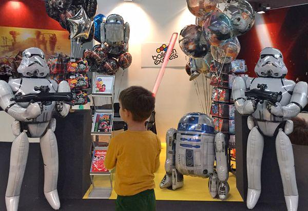G! COME GIOCARE dal 20 al 22 novembre G! come Giocare è la manifestazione che realizza il sogno dei più giovani.  Mamme, papà e bambini potranno trovare da Balloon Express gli splendidi Air Walkers dei guerrieri di Star Wars!