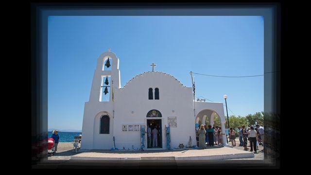Φωτογράφηση βάπτισης στον Ιερό Ναό Αγ. Μαρίνας Πόρτο Ράφτη. Φωτογραφία βάπτισης Αθήνα Στέφανος Καραούλης.