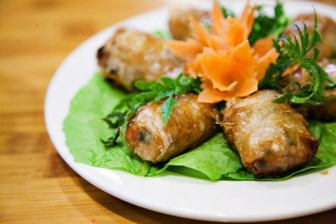 Great Vietnamese Food in Hanoi, Quan Com Pho Restaurant. These are better know as Spring Rolls.