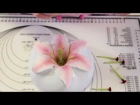 GIGLI in pasta di zucchero - Sugar Paste Lily - YouTube