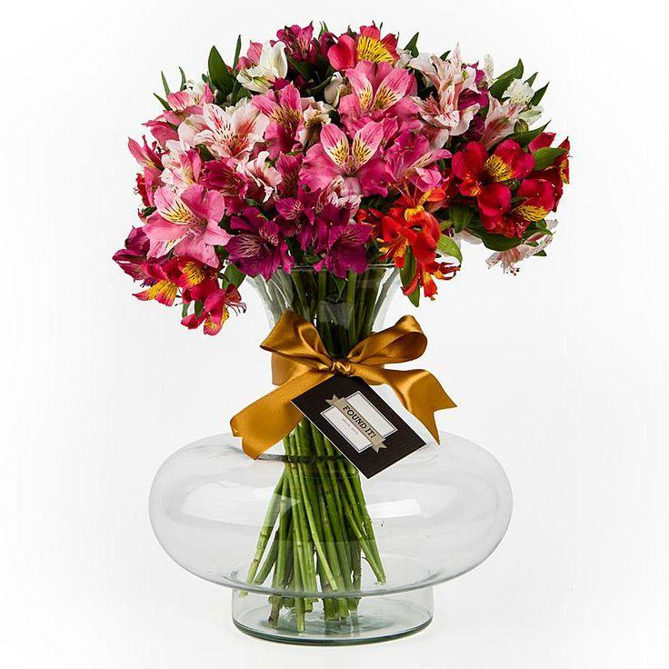 Faça sua mãe explodir de felicidade ao receber este vaso deslumbrante de alstroemérias coloridas!   Presente perfeito para demonstrar sua gratidão, carinho ou amor! FOUND IT! - Presentes especiais para todas as ocasiões.