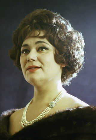 Maria Bieşu (August 3, 1935 – May 16, 2012) — outstanding Soviet Moldavian Opera singer (lyric-dramatic soprano), vocal teacher. People's Artist of the USSR (1970). National Opera and Ballet Theatre of Moldova currently named in her honor. Мари́я Лукья́новна Бие́шу (молд. Maria Bieşu; 03.08.1935—16.05.2012) — выдающаяся советская молдавская оперная певица (лирико-драматическое сопрано), вокальный педагог. Народная артистка СССР (1970). Национальный театр оперы и балета Молдовы назван её…