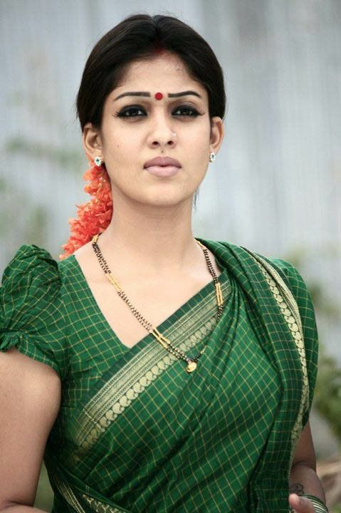 Nayantara sweet in sharee