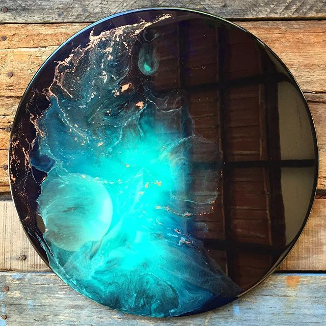 New bright Aqua explosion (40cm) heading to @lalunaseven this week ✌✨ #resinart…