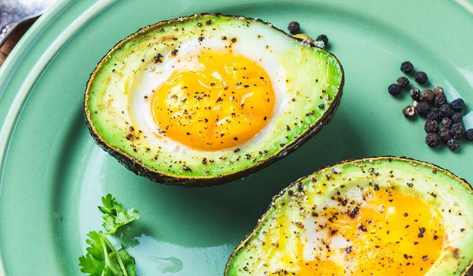Das kennt jeder: Der Magen knurrt, aber der Kühlschrank ist fast leer. Für dieses Rezept braucht man nur zwei Zutaten. Avocado Egg...