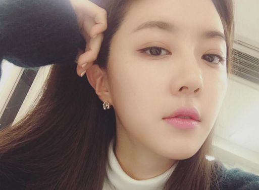 Park Han Byul Responds to Reports of Her Dating a Jeweler