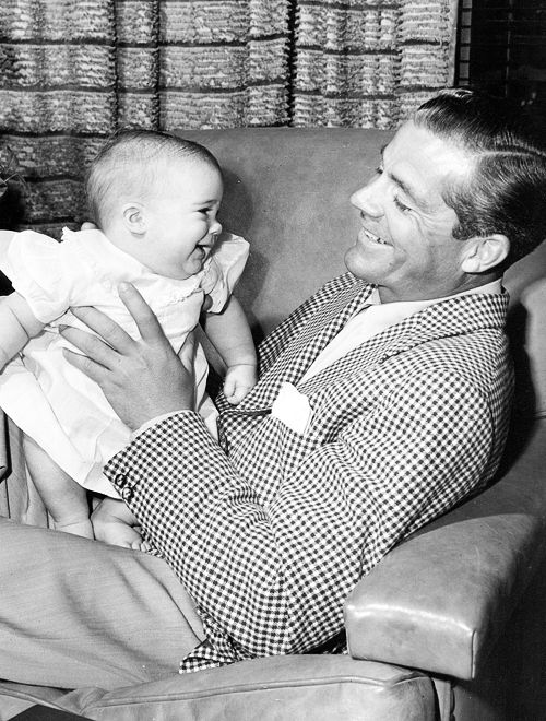 Dana Andrews and daughter // MY HEART JUST MELTED.