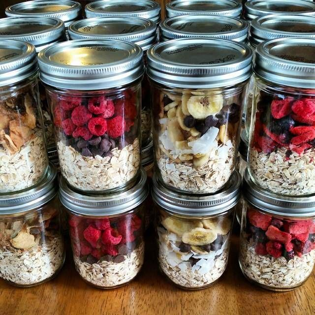 Make  your  own instant oatmeal jars Directions: http://cleanfoodcrush.com/instant-oatmeal-jars/ #recipe #breakfast