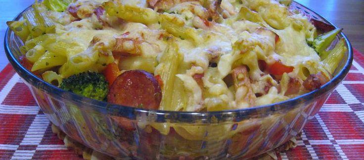 Pastagratäng med kassler, kryddig korv och broccoli. - Recept - Matklubben.se