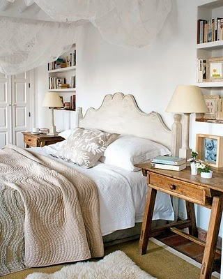 Bedroom with books: Bedrooms Colors Schemes, Farmhouse Bedrooms, Abod Bedrooms, Books Shelves, Bookshelves In Between Studs, Master Bedrooms, Bedside Tables, Bedrooms Coral Cream, Bedrooms Ideas