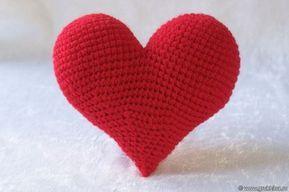 Большое объемное сердечко крючком