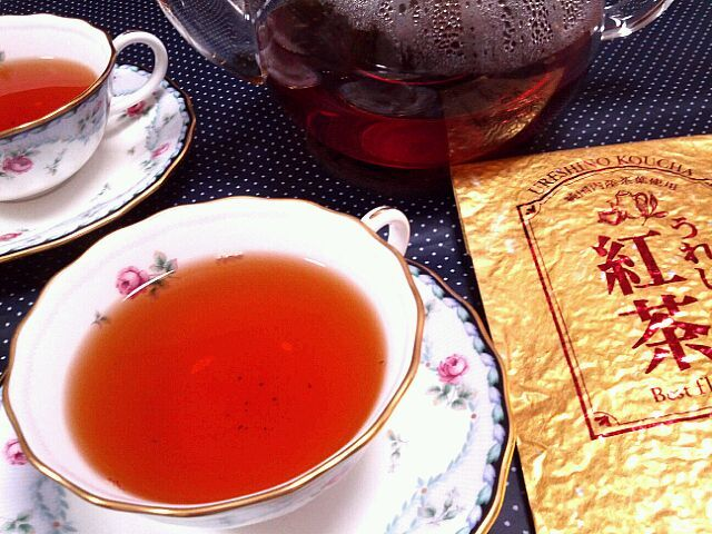今日は紅茶の日。嬉野の紅茶をば(*^^*)水色が美しい!香りも最高です。優雅気分をジャージ姿で。おほほ。 - 43件のもぐもぐ - うれしの紅茶 by まにまぁる