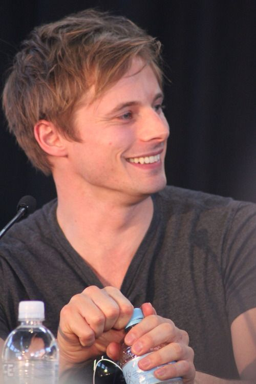 bradley james smile - photo #27