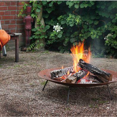 Große Feuerschale aus hochwertigem, schön rostendem Stahl, die lose auf einem standfesten und wendbaren Gestell aus... - Feuerstelle Mangold