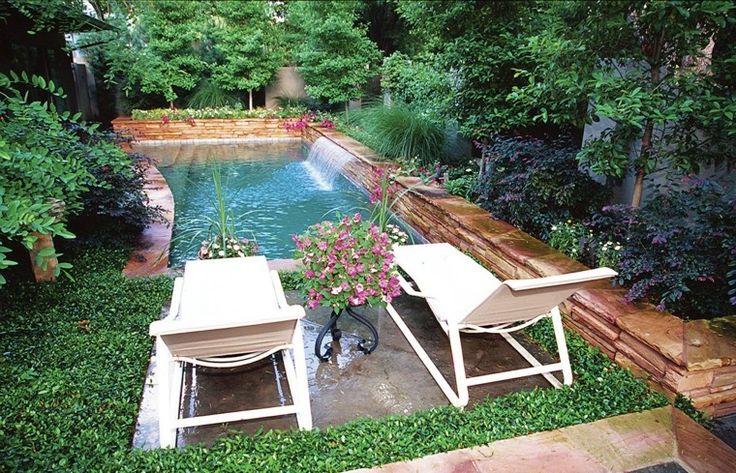Estupendo jard n con estanque peque o piscinas for Estanque jardin pequeno