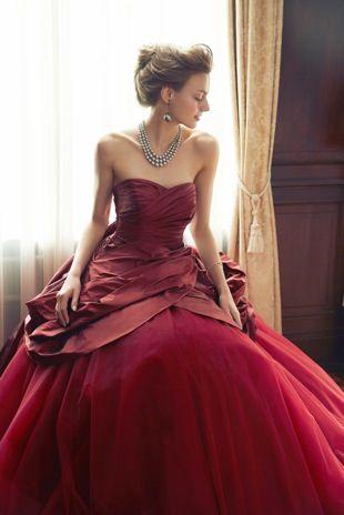 シックで情熱的な真っ赤なドレス♪赤いカラードレス。花嫁衣装・ウェディングドレスの参考一覧まとめ♪