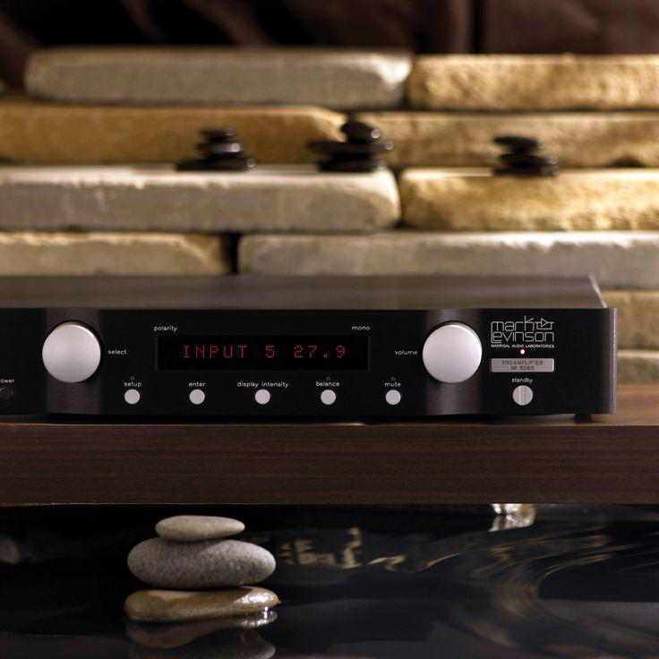 품질을 우선하는 하이엔드 오디오 시스템의 혁신은 꼬리에 꼬리를 물며 이어져 왔다. 초창기 때부터 추구해 온 '순수하고 정직한 음질 재현'을 향한 열정이 혁신의 원동력이 되어준 셈이다. | Lexus i-Magazine 다운로드 ▶ www.lexus.co.kr/magazine #Lexus #Magazine #sound #marklevinson