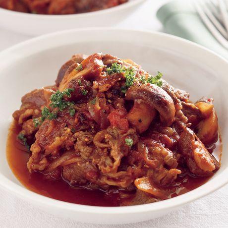 レタスクラブの簡単料理レシピ パスタソースにしても◎「牛肉とトマトのビール煮」のレシピです。