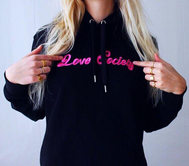 #hviskstylist #hvisk #fashion #blonde #girl #girly #style #stylish #emmabukhave #hoodie #lovesociety #statement #rings #gold #jewelry