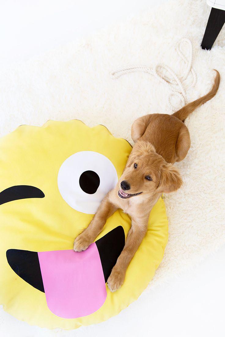 DIY: emoji dog bed