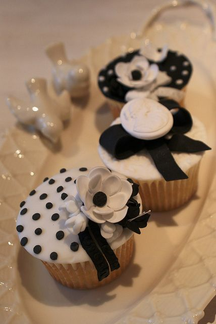 Black and white chic by Icing Bliss, via Flickr