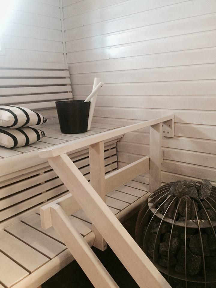 Lauteet olemme käsitelleet Supi saunavahalla, luonnossa ne ovat vaaleammat kuin kuvissa.