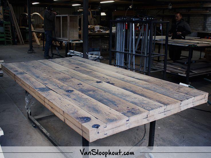 Wagondelen ♡. Oude gebruikte planken uit Frankrijk. #wagondelen #gebruikthout #reclaimedwood #oudhout #interieur #interior #tafel #tafelopmaat #custommade #maatwerk #wonen #woontrends #wooninspiratie #living #home #industrieelwonen #industrieelinterieur #industrial #meubelen #meubels