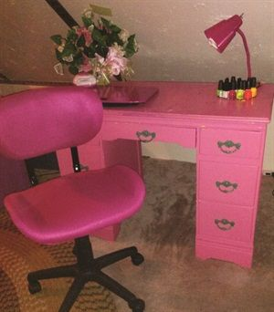 1000 images about beauty shops barber shops spas on for Beauty table for nails