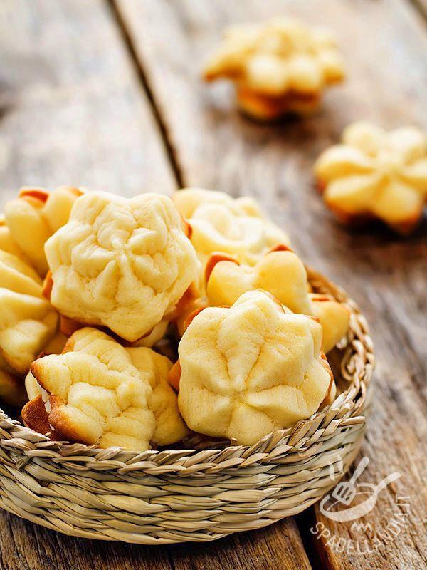Biscuits with orange cream - Che ne dite di preparare dei biscotti dal sapore delicato e agrumato? Conquisteranno le amiche all'ora del the e sono perfetti anche con un buon caffè! #biscotticremadiarancia