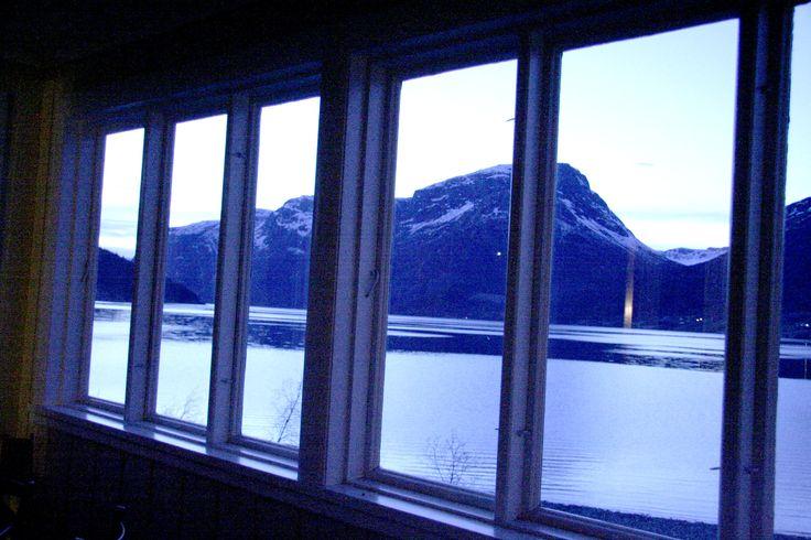 Trine Grann – hotelleier av Grann hotell. Utsikt fra spisestuen på hotellet.