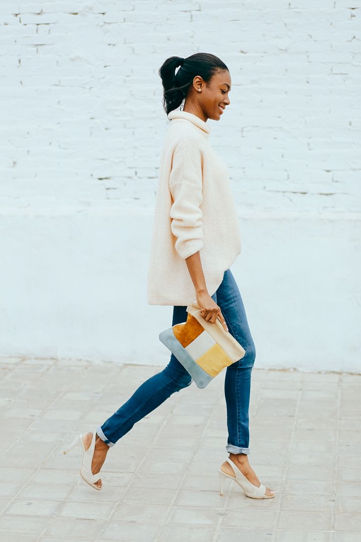 Spring outfit, spring colors, peachy sweater for spring