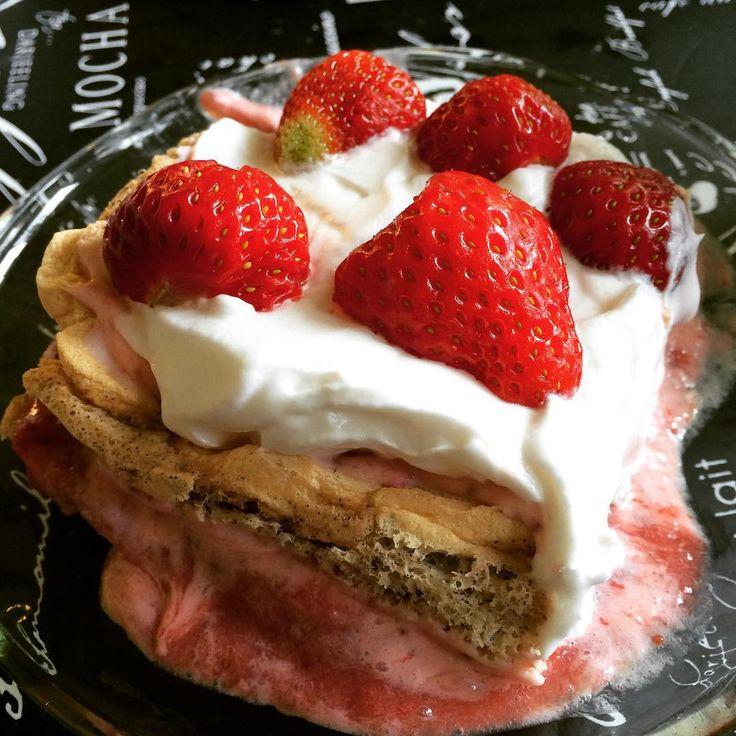 """Rebecca Dahlin på Instagram: """"Strawberry and marenguecake with oat whipcream. #sugarfree #glutenfree #dairyfree #sukrin #glutenfritt #mejerifritt #sockerfritt #healthyeating #allergyfriendly"""""""