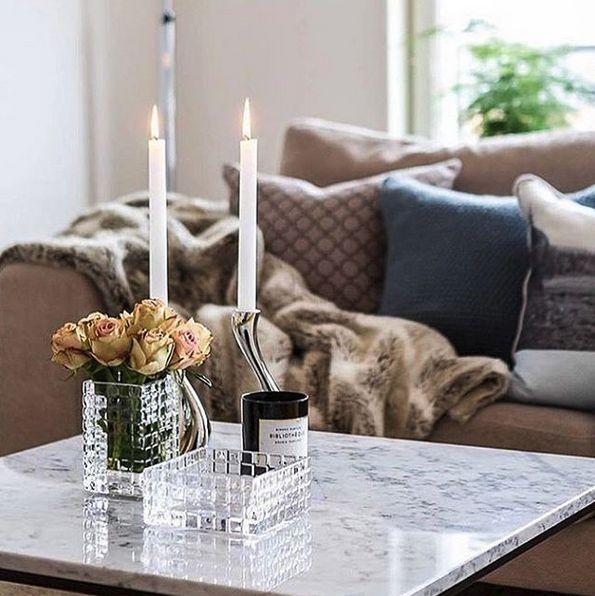 Vitt Jaguaren marmorbord. Marmor, bord, soffbord, vit, pälspläd, pläd, fuskpäls, brun, möbler, inredning, vardagsrum, svart stålram, http://sweef.se/bord/174-jaguaren-soffbord-i-marmor-75x75cm.html