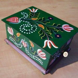 Transylvanian hand painted wooden box. Kézzel festett doboz, homoródalmási mintával.